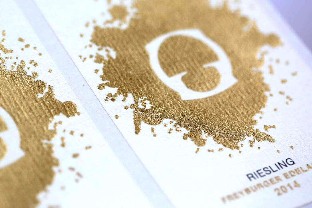 Detail Rollenhaftetikett Praegung Gold
